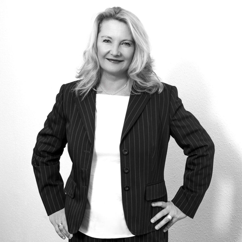 Schwarz Weißes Portraitfoto von Marie Huchthausen