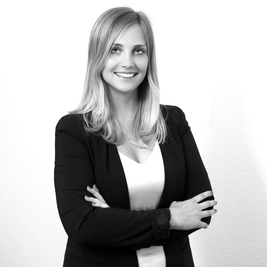 Schwarz Weißes Portraitfoto von Sabine Pekasch