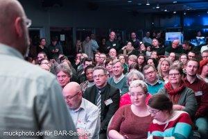 Die Community der BARsession hört gespannt den verschiedenen Speakern zu, freut sich aber trotzdem auf die freieren und lockeren Sessions.