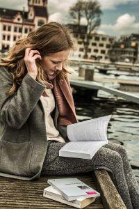 Im berufsbegleitenden Präsenzunterricht werden die Teilnehmer durch Fachexperten unterrichtet.