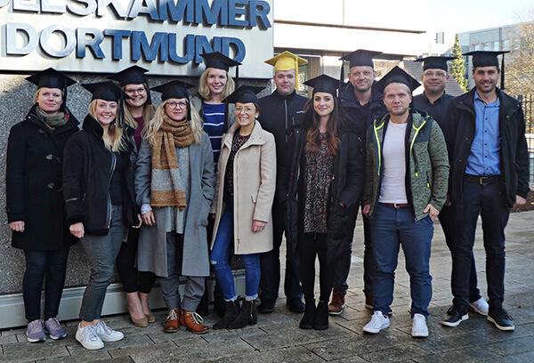 Die Absolventen des Kurses Social Media Manager kompakt haben ihren Abschluss in anstrengenden 2 Wochen mit Bravur bestanden.