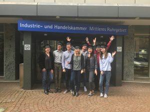 Neue Social Media Manager aus Bochum für das Ruhrgebiet freuen sich über ihren Abschluss