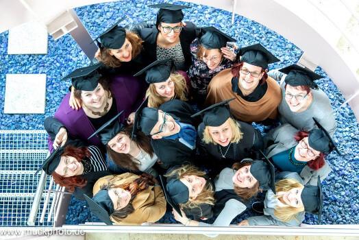Die glücklichen Absolventen der Weiterbildung zum Social Media Manager (IHK)