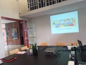 Konferenztisch zum Thema Hate Speech am Grimme Institut