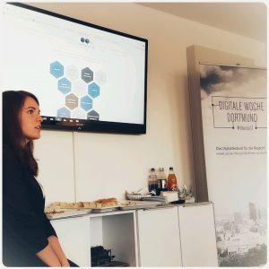 Auf dem Bild Vanessa Ullrich von der Konato GmbH, die mit Nicole Werhausen digitale Vertriebslösungen auf der #DiWoDo17 vorstellt