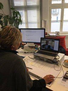 Susanne Heine bei der Arbeit