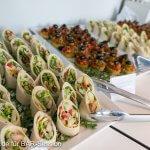 BARsession Buffet Wraps im Ceaser Style mit Pute und Knoblauchdressing, sowie Olivenpolenta mit Parikasalsa
