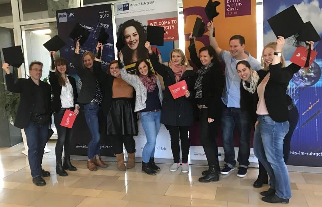 Ein Gruppenbild der erfolgreichen Social Media Manager 2017 Absolventen